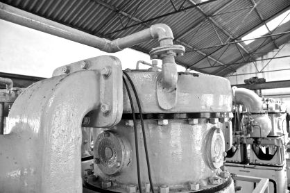 Pump in black + white